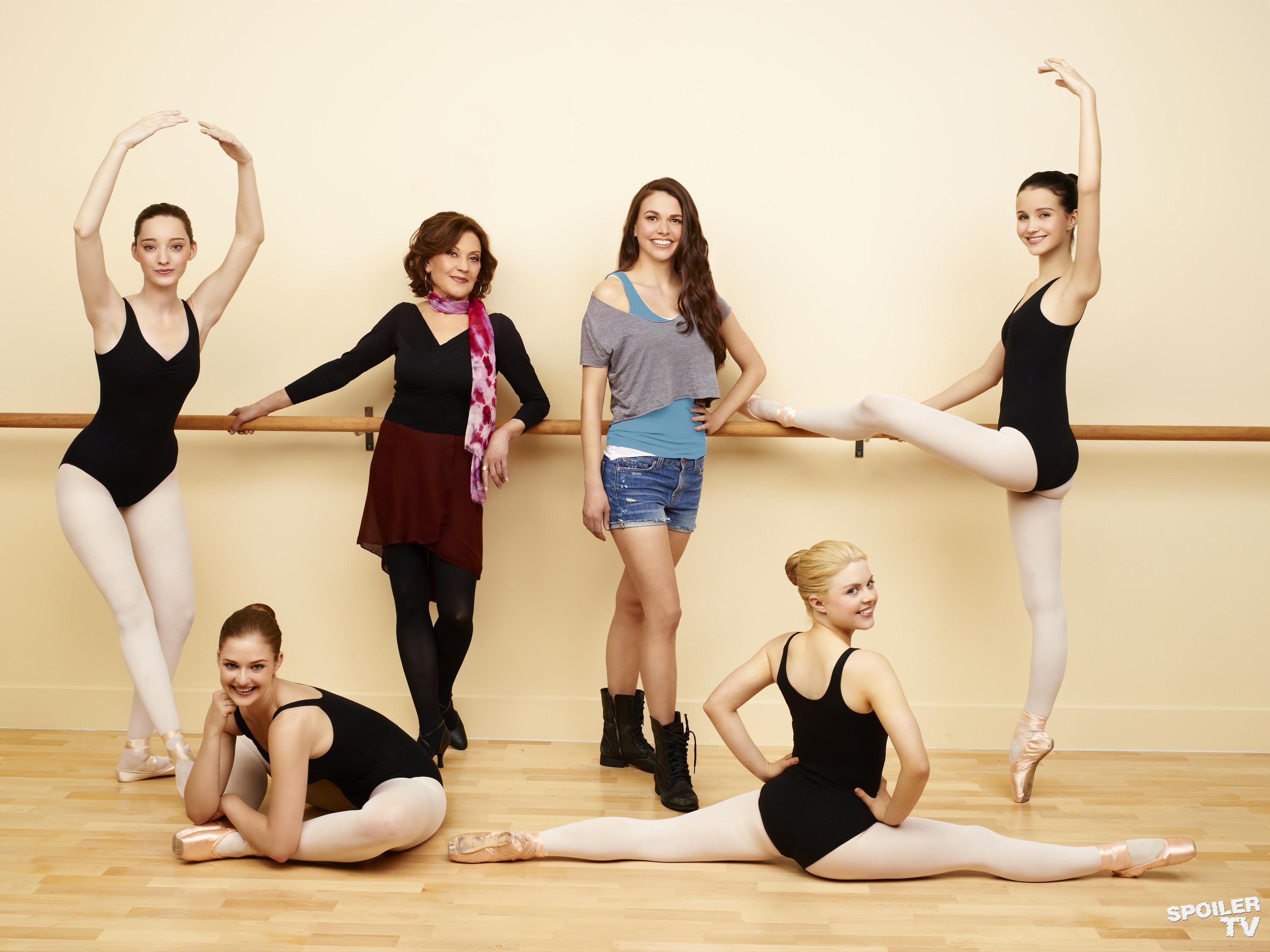 Bunheads-Cast-Dancers-3